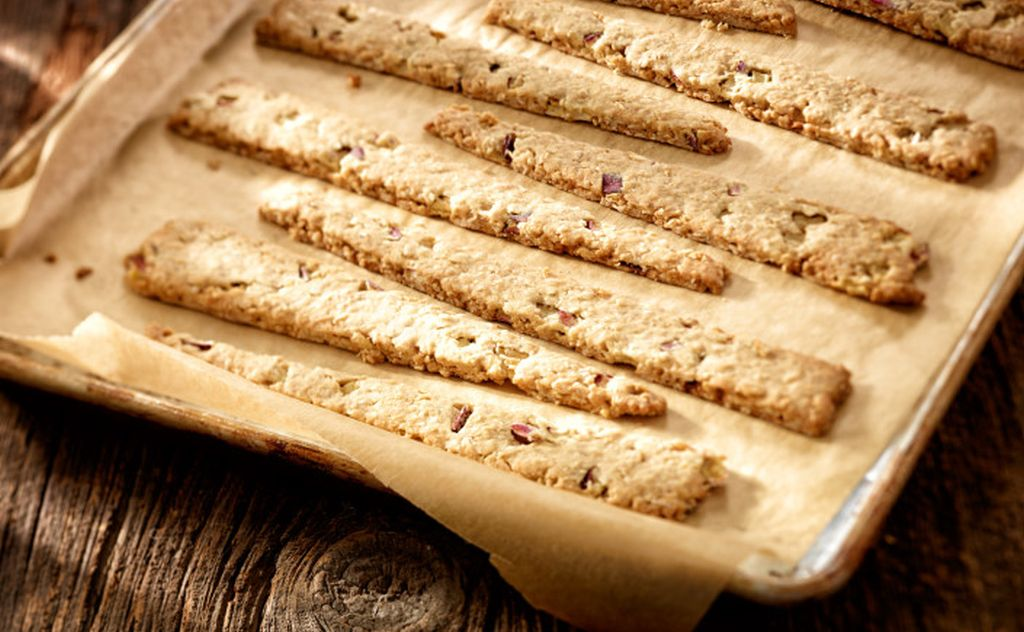 Gluten-Free Red Prince Apple Oatcake Crackers